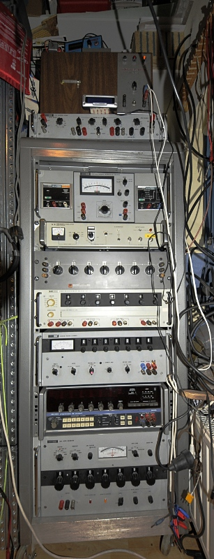 Rack with calibrators and time and Volt standards