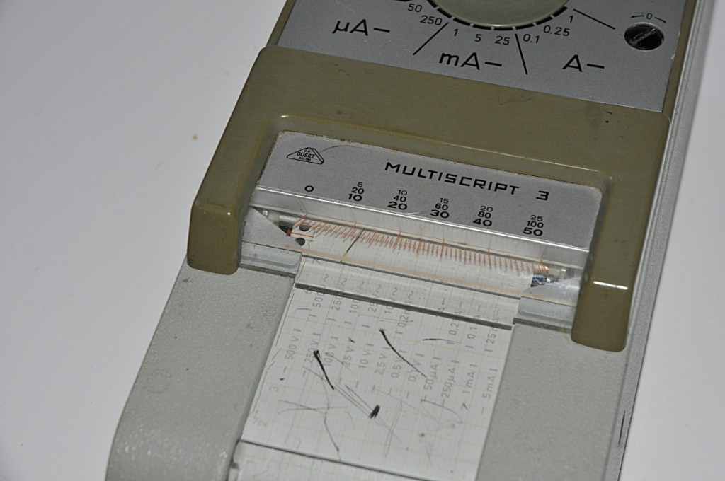 Here you see the write needle that doubles as analog multimeter